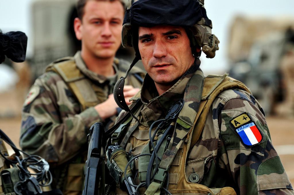 Военных и танки к российской границе отправит Франция