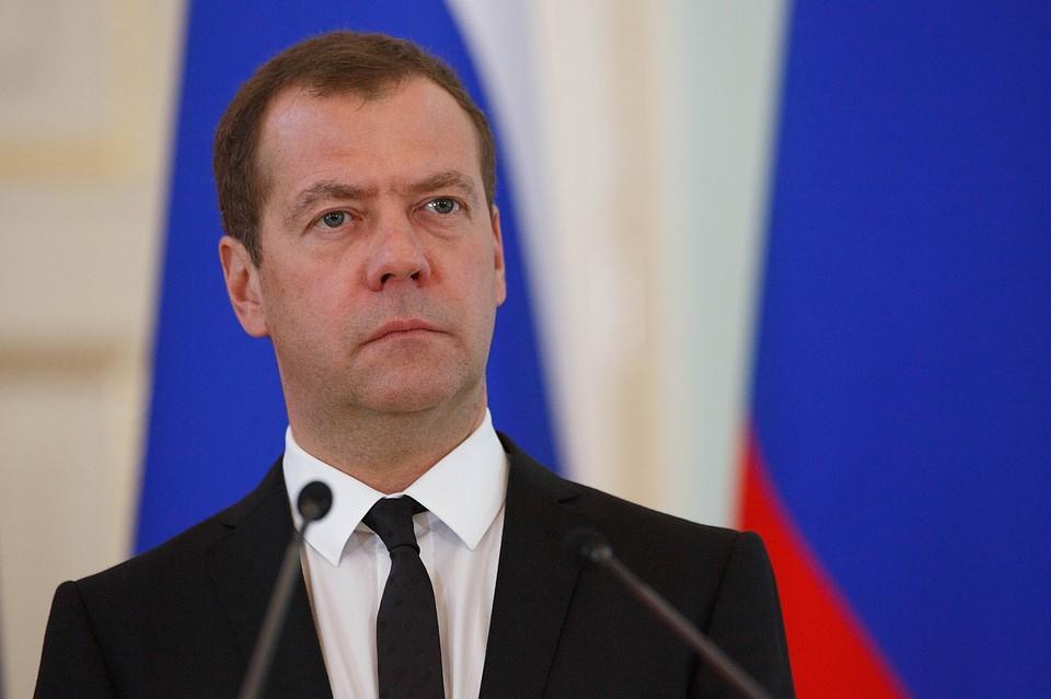 Медведев отправил дипломата США читать учебники