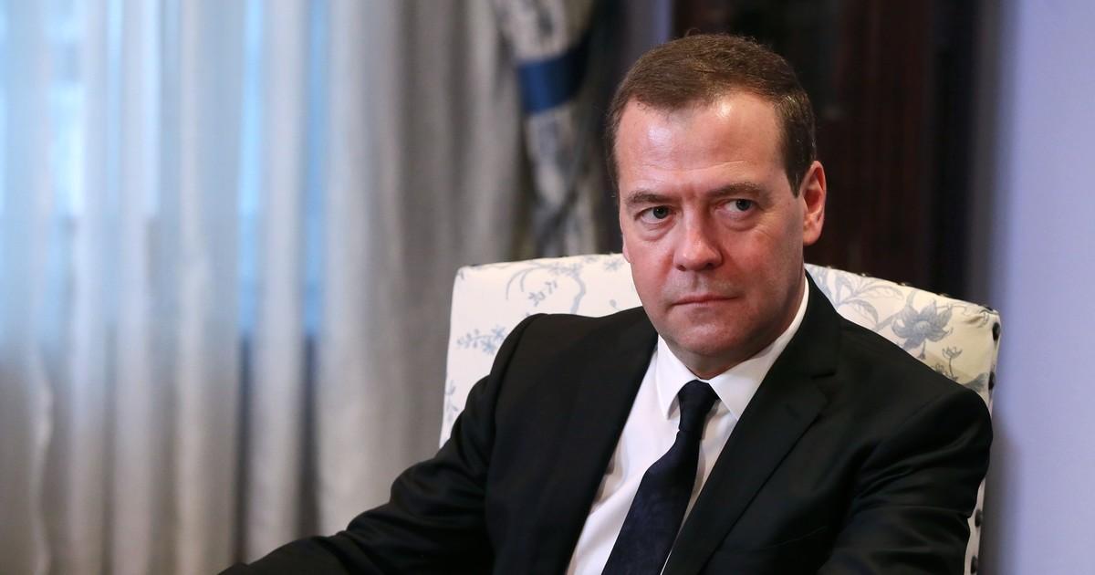 Дмитрий Медведев покинет Россию одновременно с Владимиром Путиным