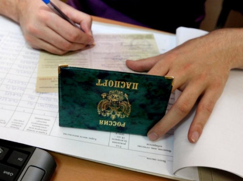 Астраханская избирательница съела открепительное удостоверение и покусала наблюдателя
