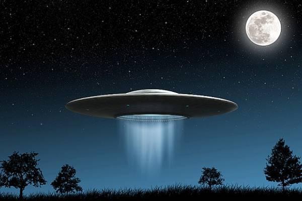 Бесшумный НЛО контролировал воздушное пространство над Великобританией, всполошив местных жителей