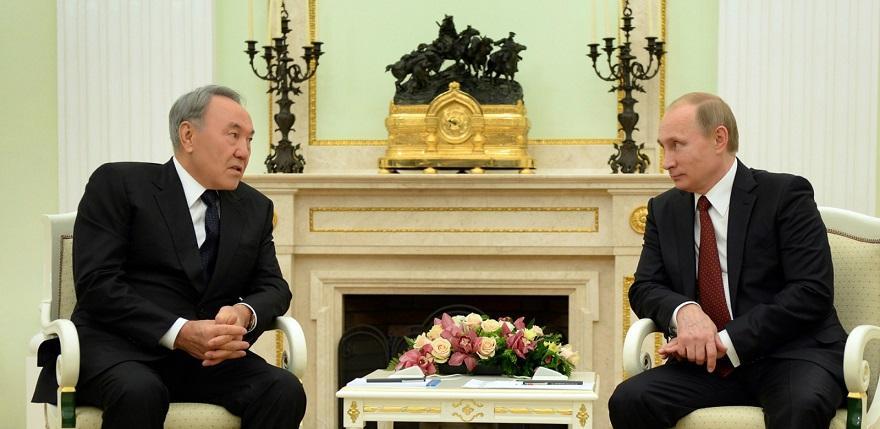 Назарбаев сообщил Путину о готовности Порошенко к компромиссам по Донбассу