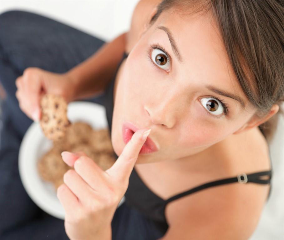 Похудеть на самом вредном продукте: диетологи раскрыли самый необычный метод похудения