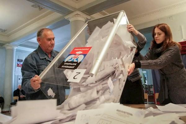 Евросоюз ввел санкции за организацию выборов в Донбассе