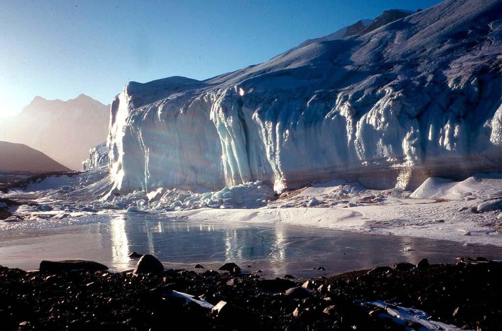 В Антарктиде обнаружена загадочная древняя база, ее разоблачил раскол во льдах