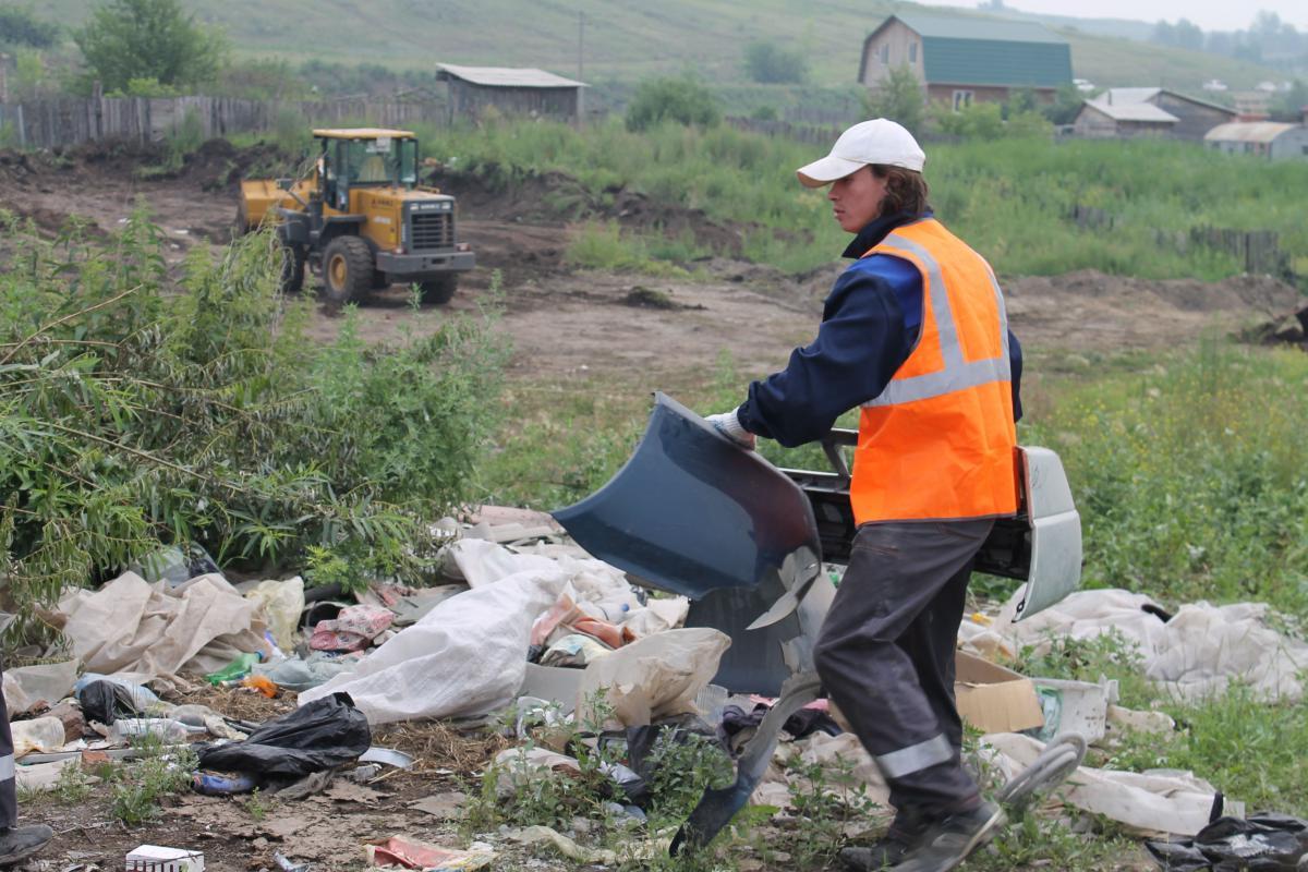 В Астрахани продолжают ликвидировать незаконные свалки