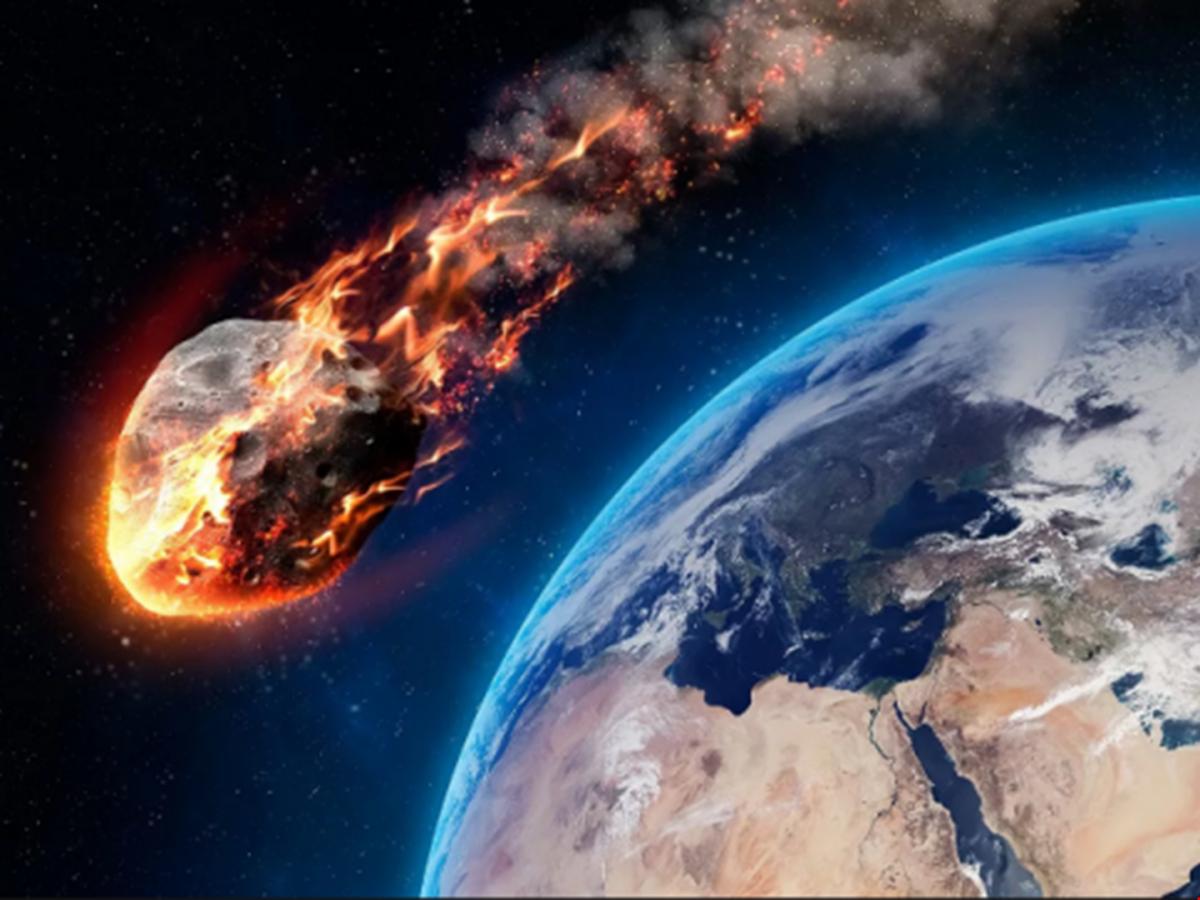 КЗемле несутся два потенциально рискованных астероида