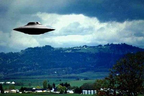В штате Вашингтон над озером Твин запечатлели сверкающий НЛО