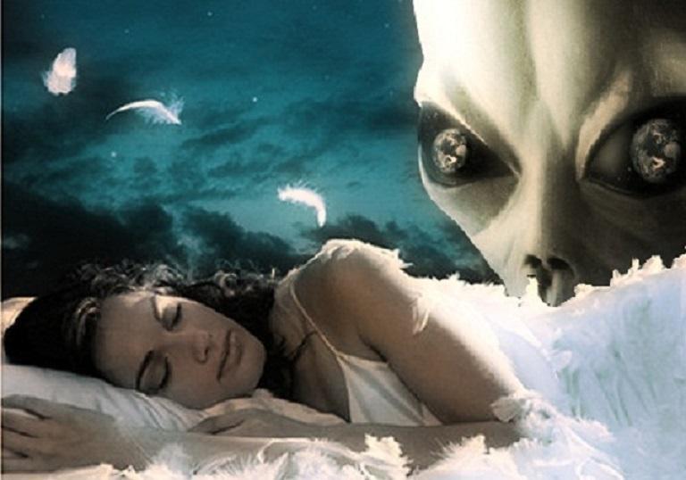 Похищенные пришельцами женщины выступают в роли суррогатов.