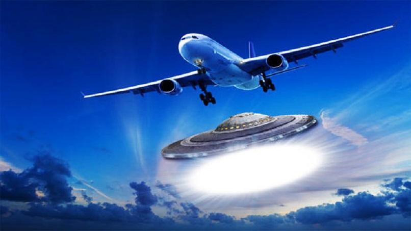 НЛО преследовал самолет и попал в объектив видеокамеры жительницы Самары