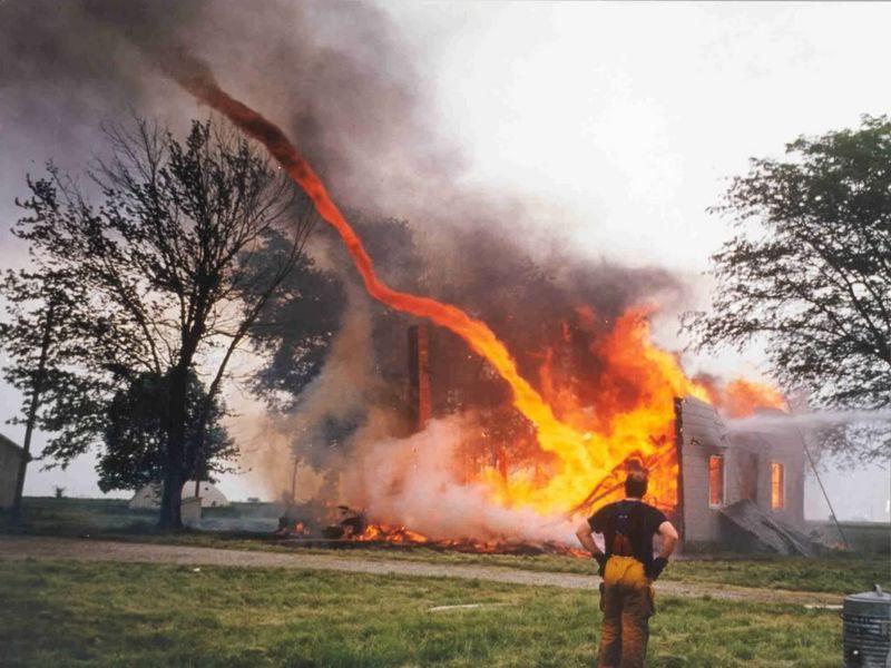 Новый вид горящего смерча решит экологическую проблему