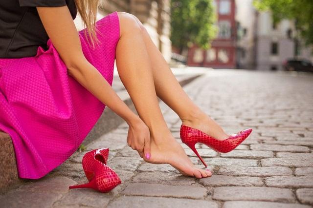 Забудьте о мозолях: как правильно разнашивать обувь из разных материалов
