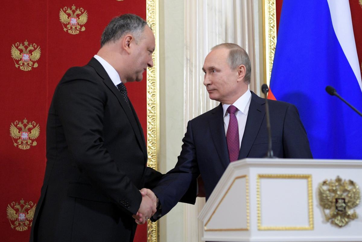 В Кремле проинформировали о переговорах Путина и Додона по газовому вопросу