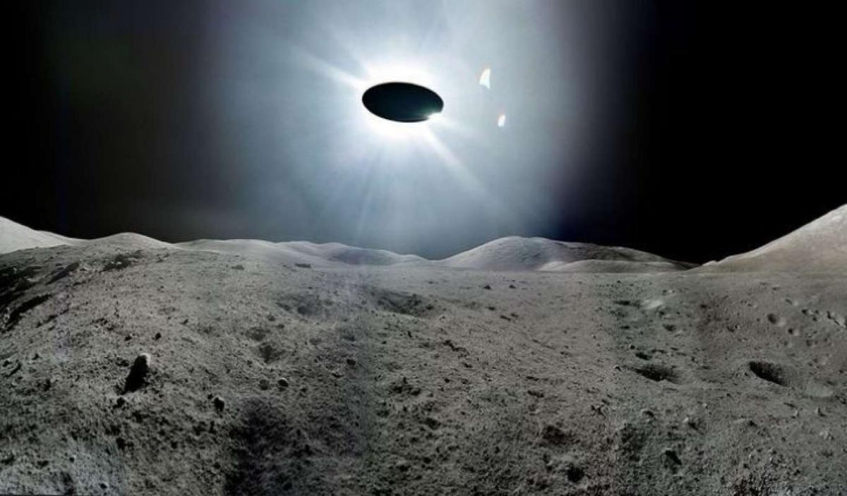 Корабль инопланетян засекли около Луны