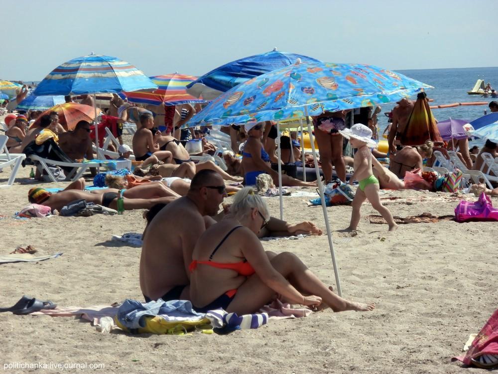 В Крыму ограничено купание на 11 пляжах
