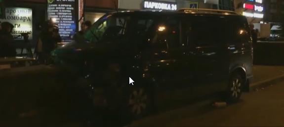 ДТП в Москве: в столице микроавтобус наехал на пешеходный переход – пострадали дети