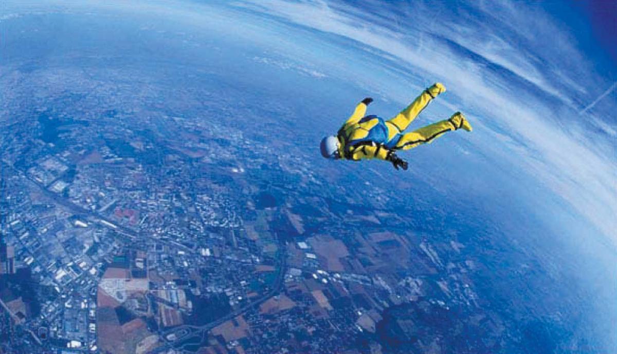 Американский экстремал совершил прыжок без парашюта с 7600 метров