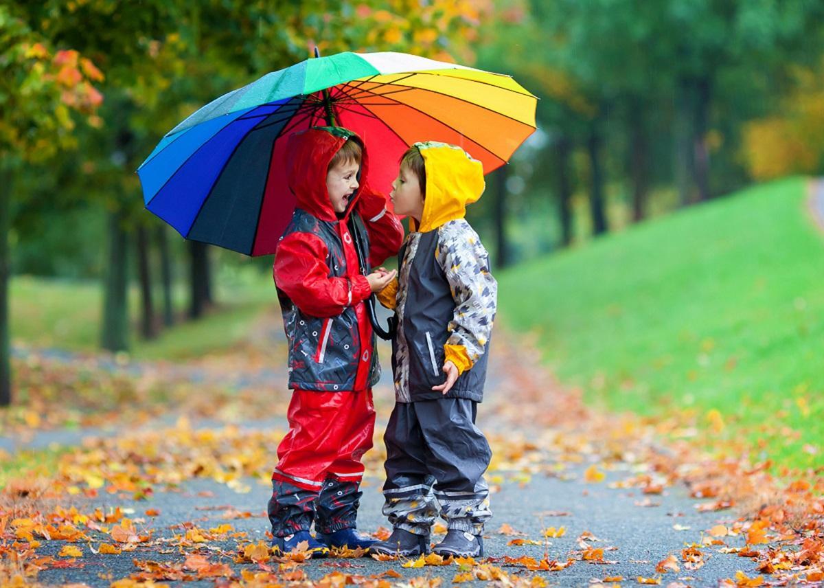 Как защитить ребенка от осенней простуды, рассказали медики