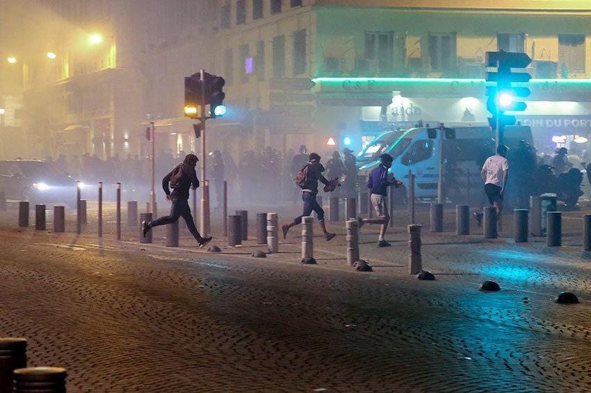 В Париже фанаты устроили беспорядки после ЕВРО-2016