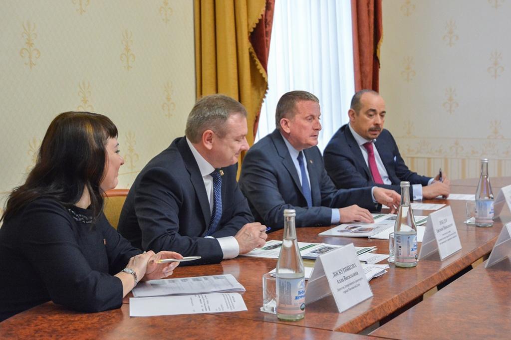 Глава Ростова приказал очистить от реклам все автобусы и маршрутки города