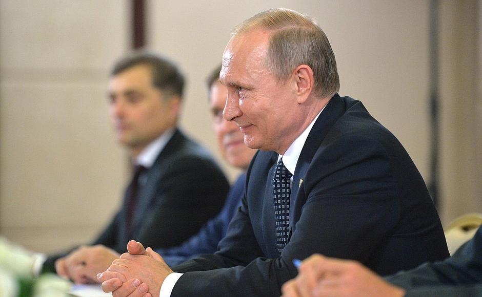 """Путин и Меркель обменялись """"колкостями"""" на саммите G20"""