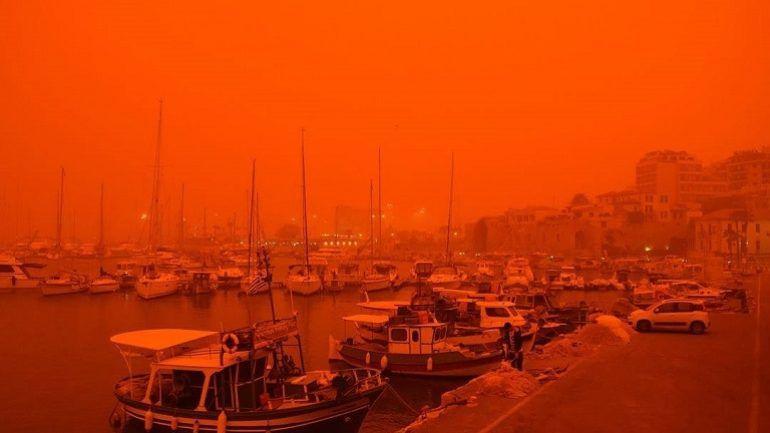 Крит стал похож на Марс из-за африканской красной пыли