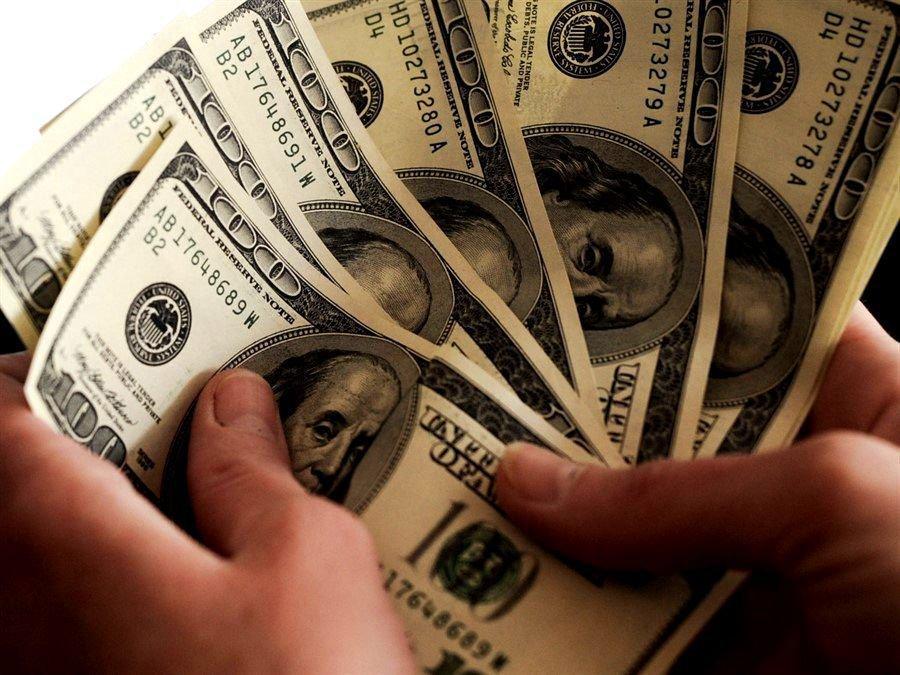 Скорый крах предрекли доллару