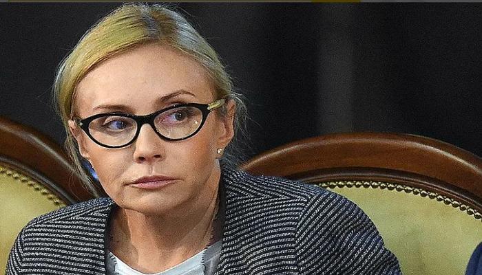 В сети пользователи обрушились с критикой на чиновницу из Владимира, посоветовавшую врачам помыть пол