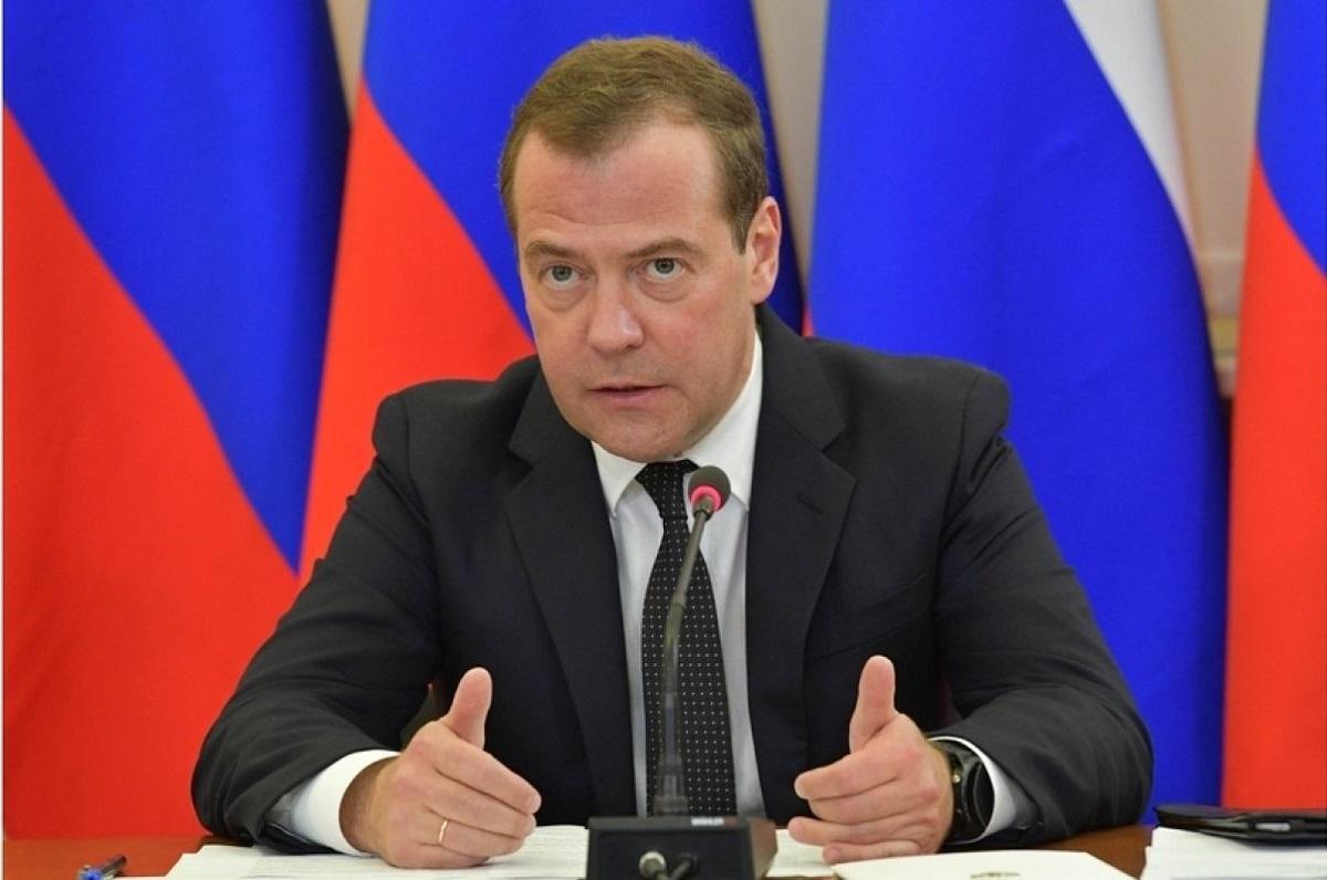 Медведев поручил подготовить проект об отмене советских актов