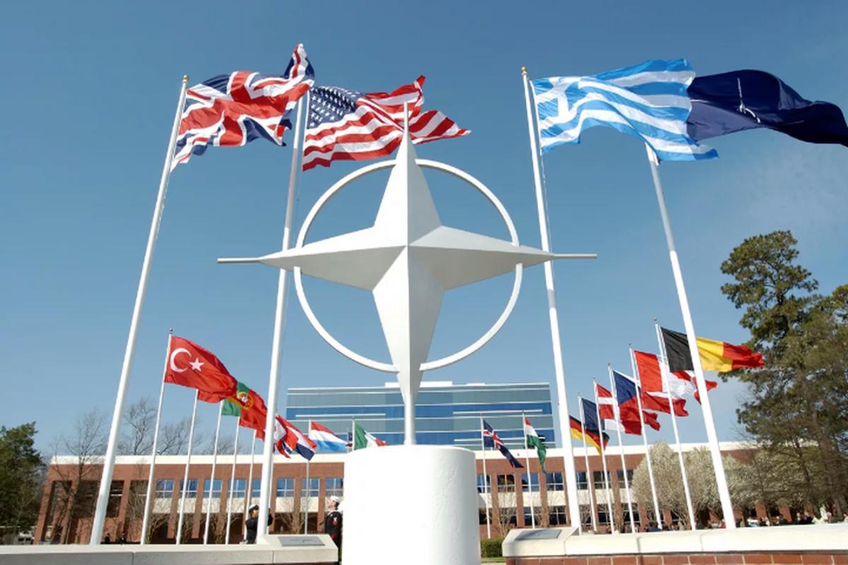 В НАТО призвали Иран немедленно освободить задержанный британский танкер