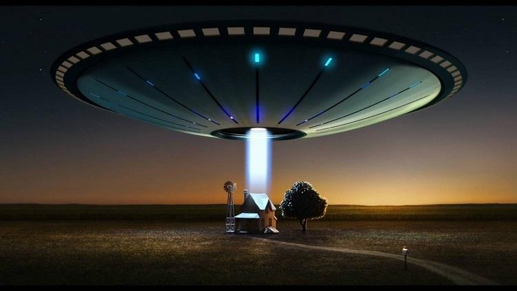 Луч света неизвестного происхождения зафиксировала лесная камера в Техасе