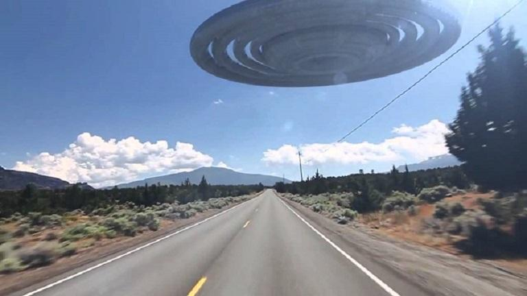Гонки с НЛО: аргентинский водитель соревновался в скорости с летающей тарелкой