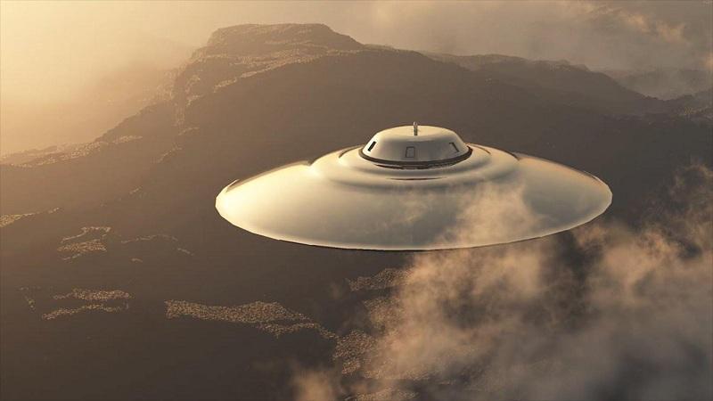 В Японии очевидцы засняли огромный корабль инопланетян