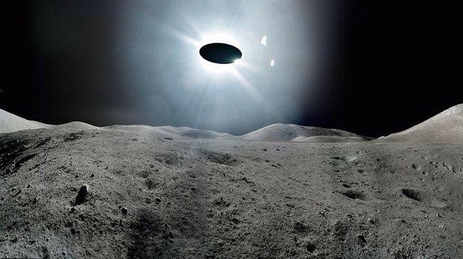 Вобъектив камеры МКС вовремя прямой трансляции попал НЛО