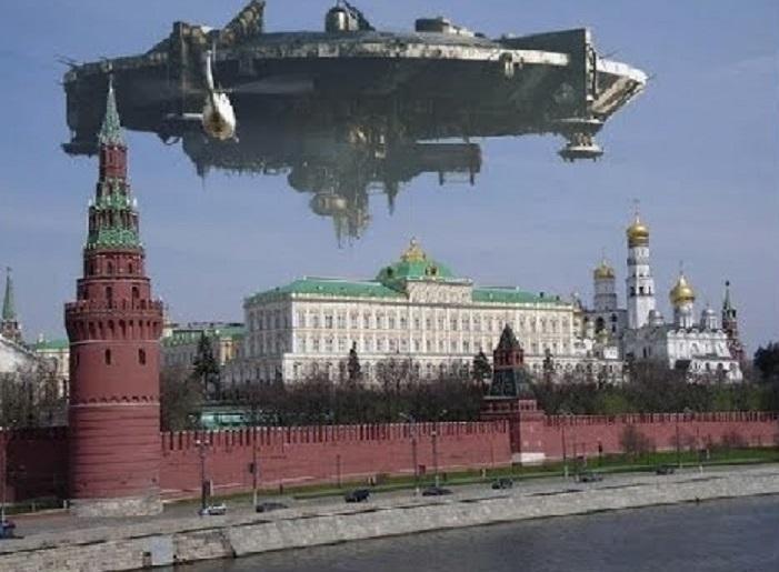 Корабль пришельцев очевидцы сняли на видео над Московским Кремлем