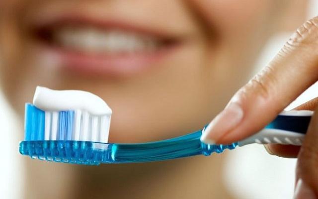 Медики назвали модную, но весьма вредную зубную пасту
