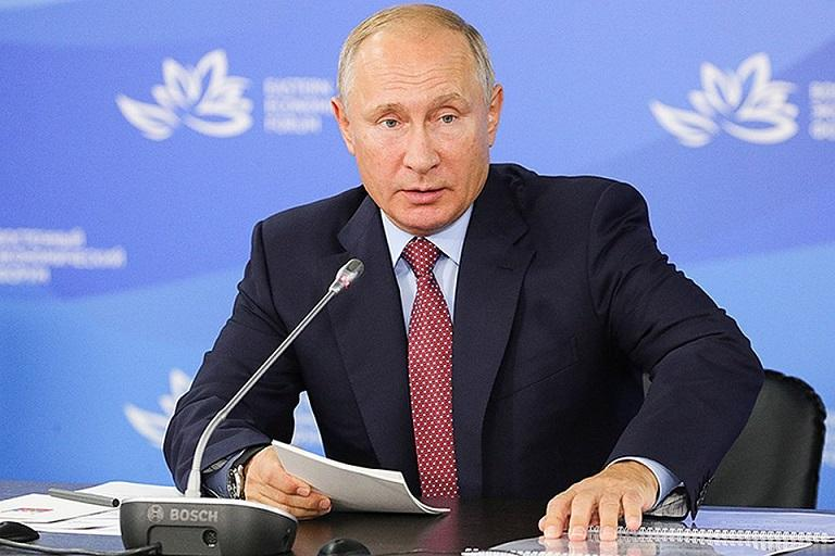 «Не надо ждать поддержки государства»: Путин посоветовал молодежи опираться только на себя