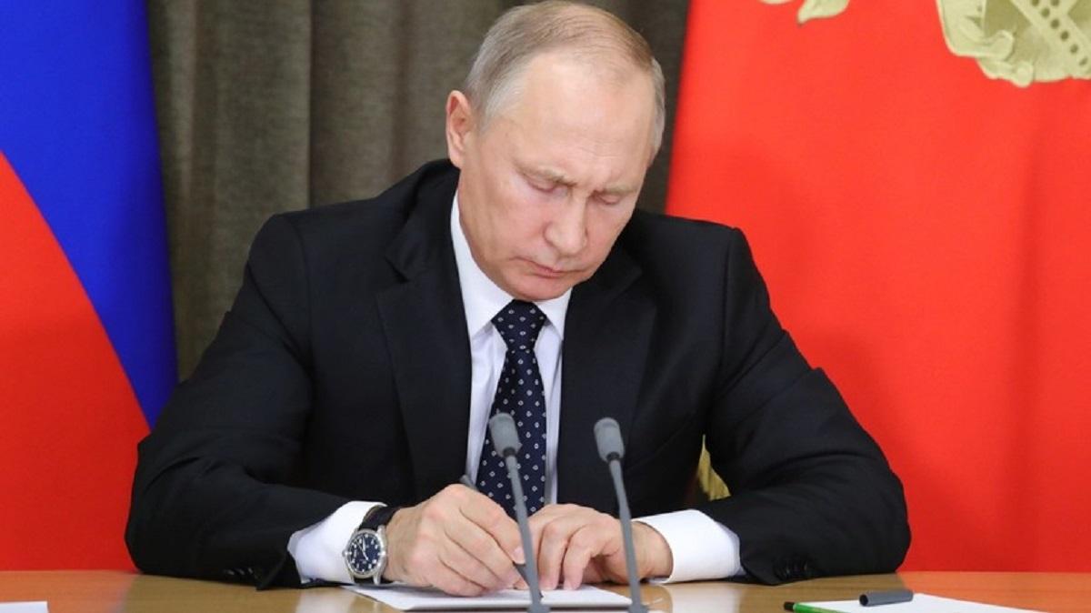 Путин уволил 30 высокопоставленных должностных лиц в силовых структурах