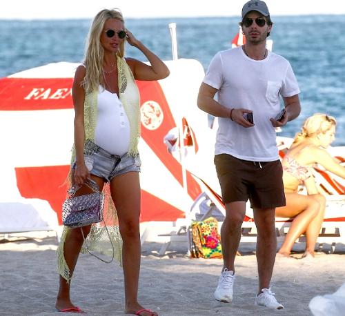 Беременная Лопырева отдыхает в Майами с отцом своего ребенка