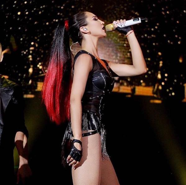 Бузова шокировала поклонников, заявившись на концерт без трусов