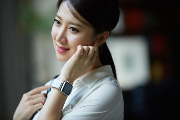 Фантастическое устройство из Кореи: отвечать на звонки телефона можно при помощи пальца, поднесенного к уху