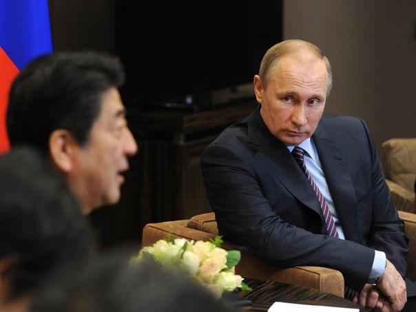 Встреча Владимира Путина с министром экономического развития Японии Синдзо Абэ