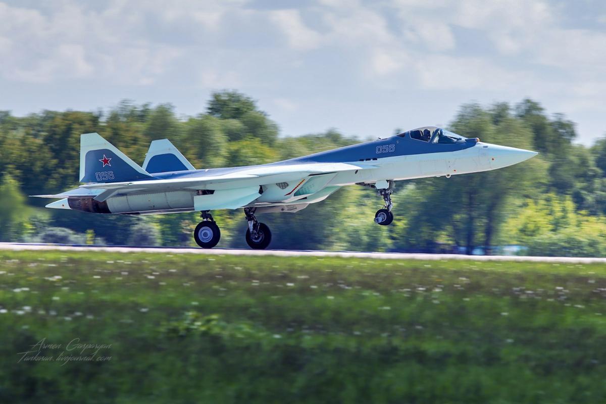 Минобороны РФ опубликовала видеосъемку истребителя Т-50