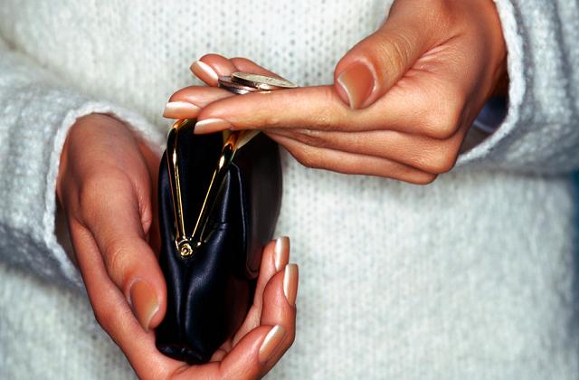 Ловушка бедности: 7 привычек, не дающих нам разбогатеть