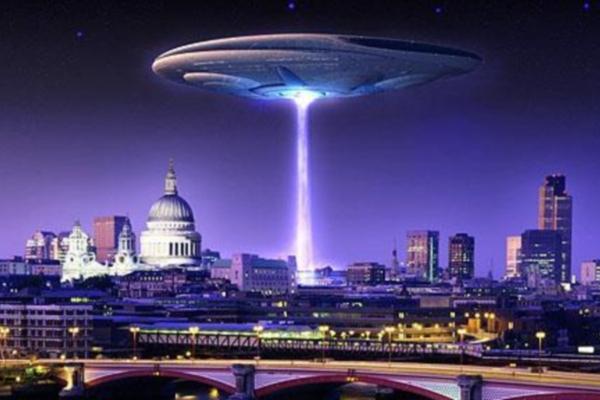 Внезапное появление НЛО с плавниками над Вашингтоном смутило американцев