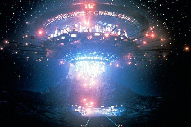 НЛО c яркими огнями прилетел поздравить американцев с Днем независимости