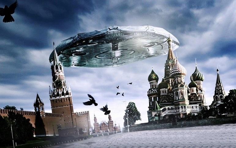корабль над Кремлем