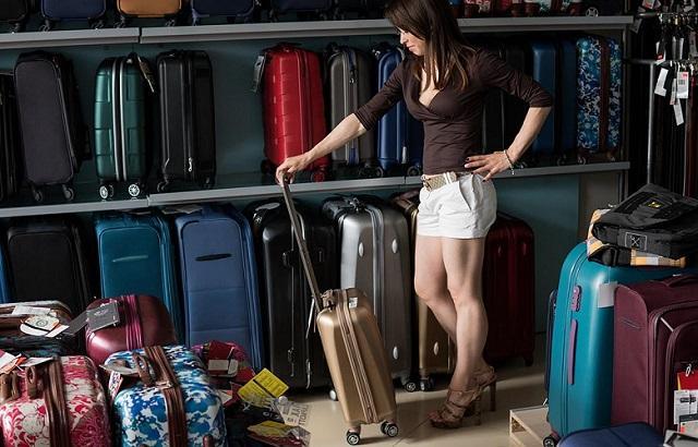 В Роскачестве рассказали, как выбрать долговечный чемодан