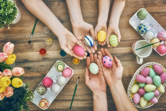 Как правильно покрасить яйца - Роспотребнадзор дал советы в преддверии Пасхи