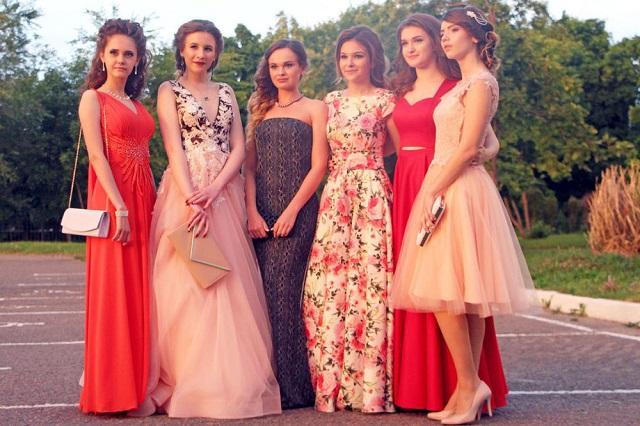 Эксперты подсчитали, сколько стоит платье для выпускного в России